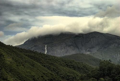 Anaimudi பீக் இமயமலை வெளியே இந்தியாவில் மிக உயர்ந்த இடம் ஆகும்