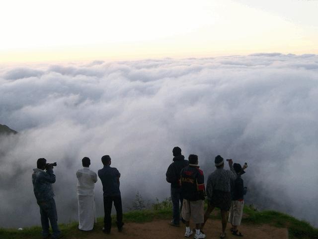மூணாறில் உள்ள டாப் ஸ்டேஷன்
