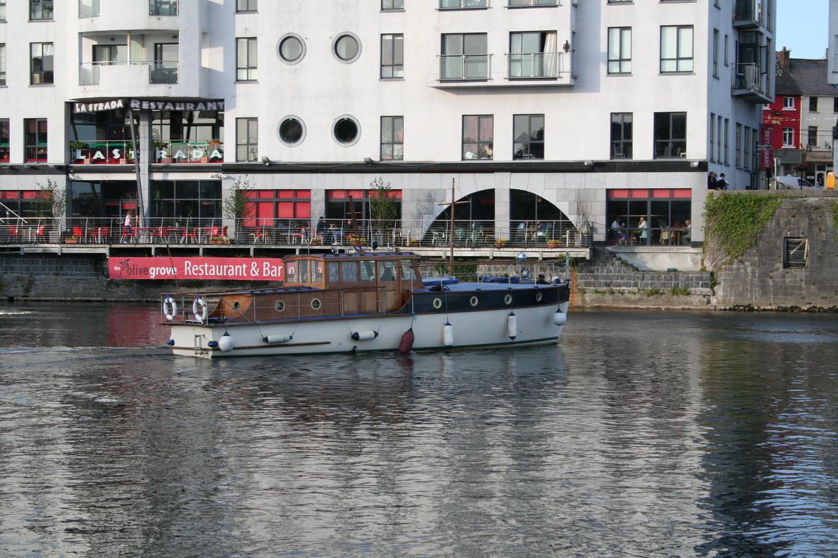 Unidentified large cruiser in Athlone