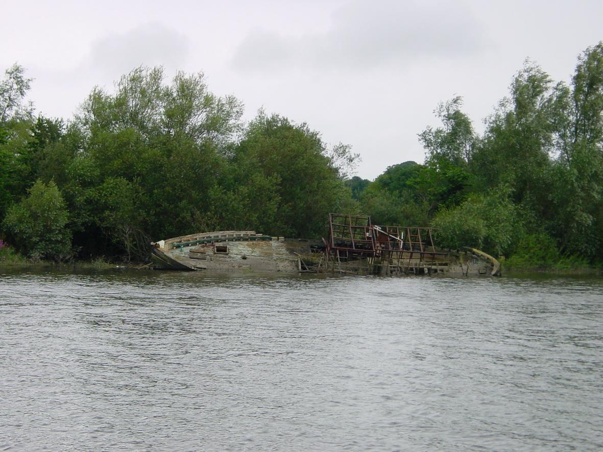 Abandoned boat below Tybroughney Castle