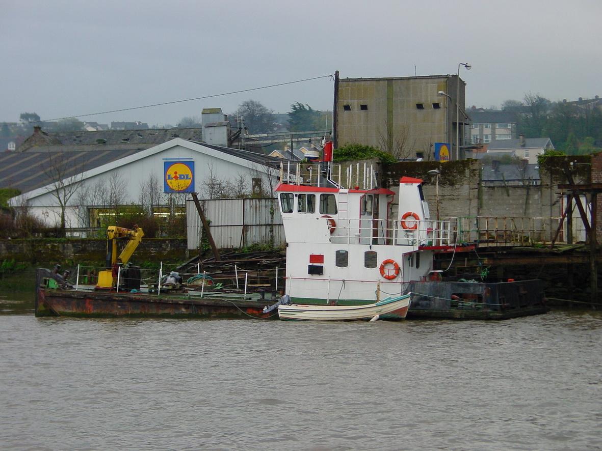 Tug on the east bank