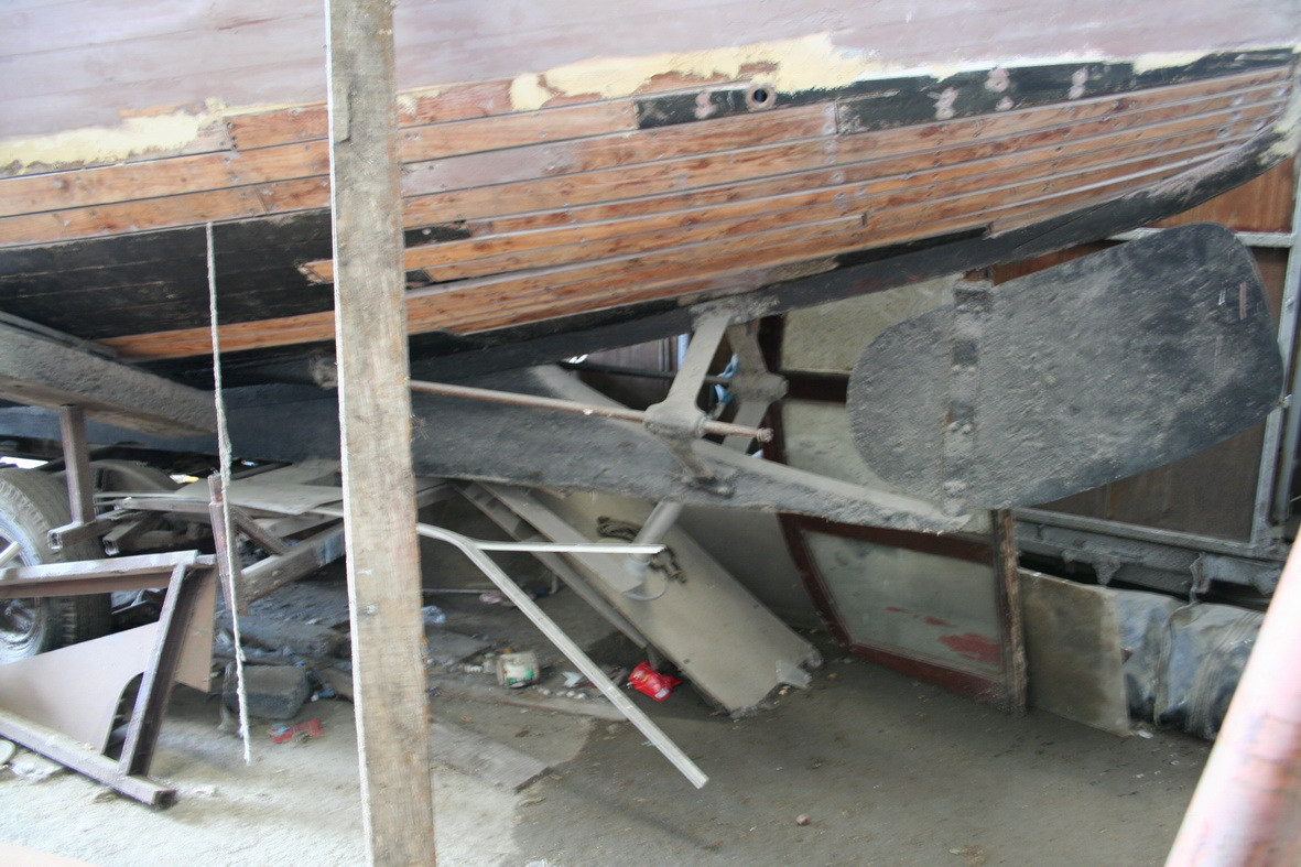 Cruiser in the shed (twin-screw)
