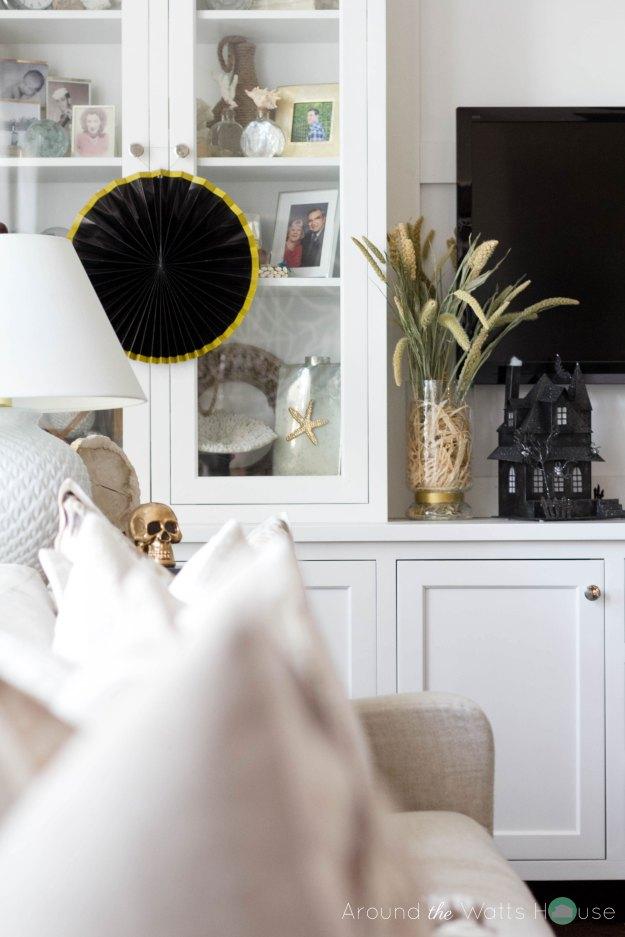 Spooky-Living-Room-Decor