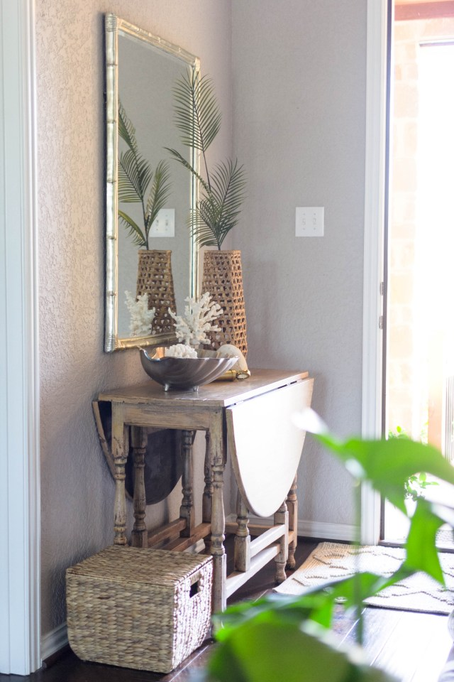 Summer Ready Entryway by Iris Nacole of IrisNacole.com
