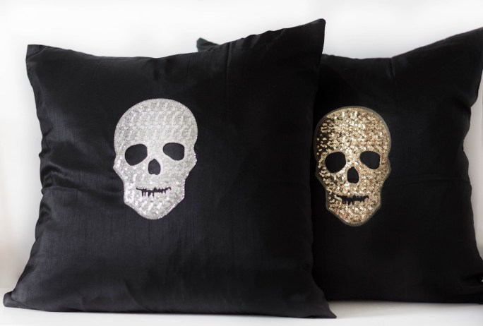 glam-diy-halloween-throw-pillow-irisnacole-com-tutorial