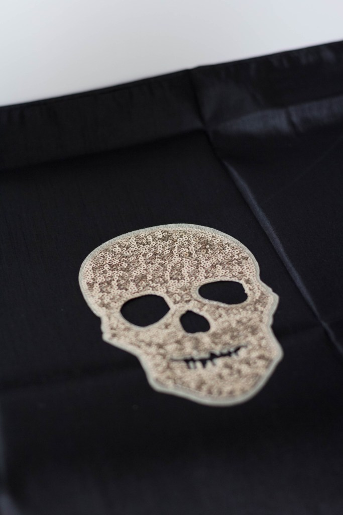 glam-diy-halloween-throw-pillow-irisnacole-com-instructions