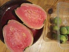 גויאבה גדולה, צמחה מזרע של גויאבה ננסית- פרי שונה מהפרי ממנו נלקח הזרע