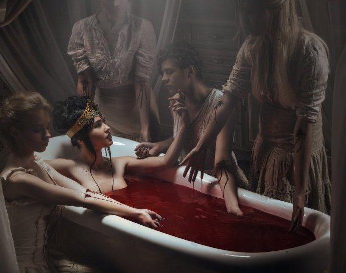Kanlı Kontes Elizabeth Bathory Kan Banyosunda Irkilata.net