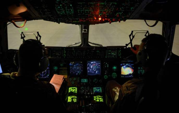 [ŚWIAT] Chwile grozy i popis umiejętności pilota. Wylądował bez przednich kół [WIDEO]