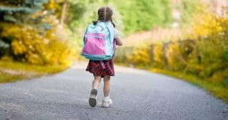 """UK: szkoły będą uczyć 6-letnie dzieci o """"dotykaniu się"""", w ramach programu edukacyjnego"""