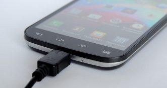 Irlandzkie szpitale zmuszają pacjentów do opłaty 2 euro za ładowanie swoich telefonów?