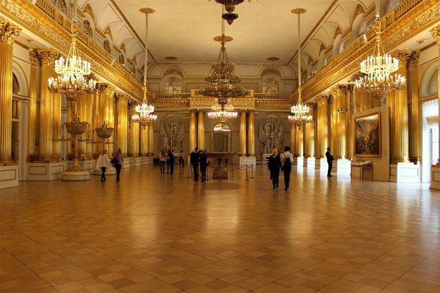 The Hermitage: hall | 7 Places to See on Your First Time in St. Petersburg
