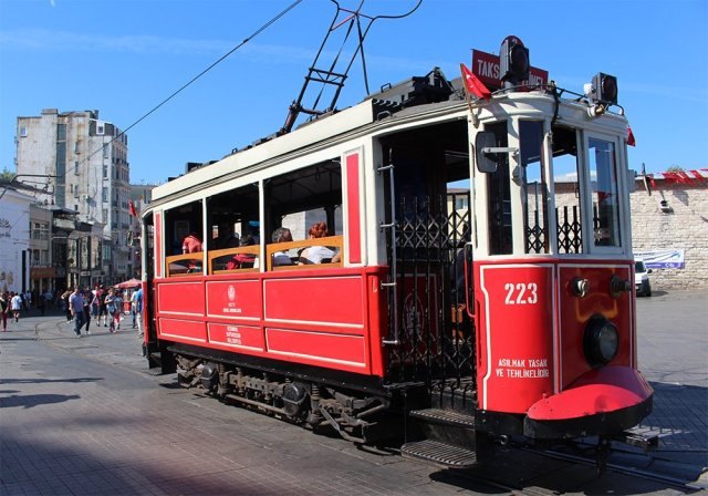 Istiklal tram | 10 Things You Should Avoid Doing in Istanbul