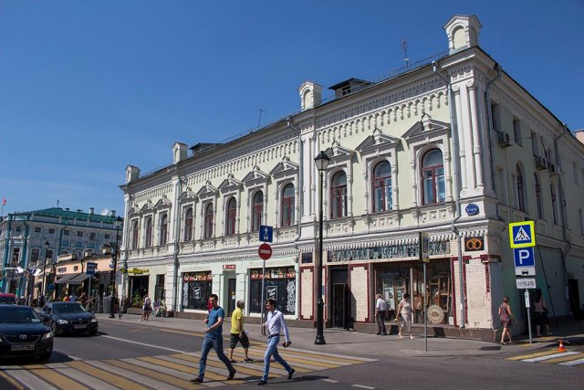 Architectural gems of Moscow, Russia | A house on Pokrovka street