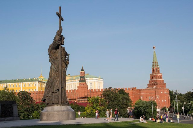 How to spend a perfect day in Moscow | Statue to Vladimir