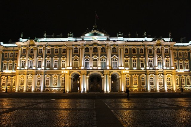 Travel tips for St. Petersburg, Russia   Hermitage at night