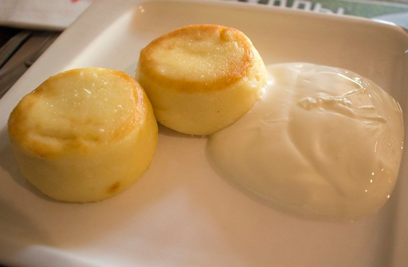 Places to eat in Moscow, Russia | Syrniki with sour cream