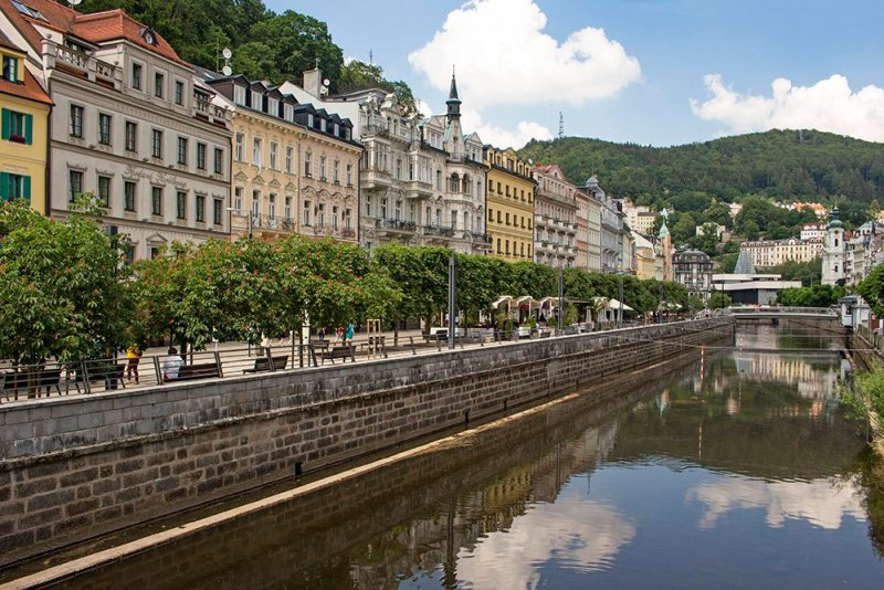 A day trip from Prague: what to do in Karlovy Vary | Walking along the Tepla River