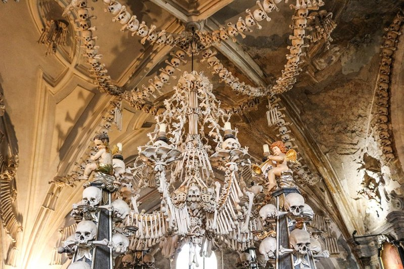 Kutna Hora on a day trip from Prague: things to do | That famous chandelier in the Sedlec Ossuary