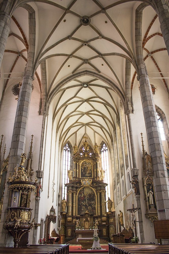 A day trip from Prague to Cesky Krumlov Castle | Inside St Vitus Church