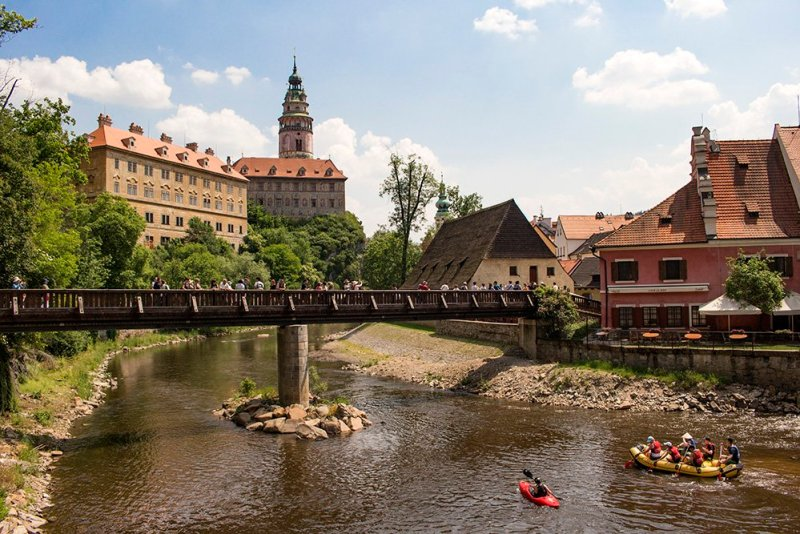 A day trip from Prague to Cesky Krumlov Castle | Kayaking the Vltava River