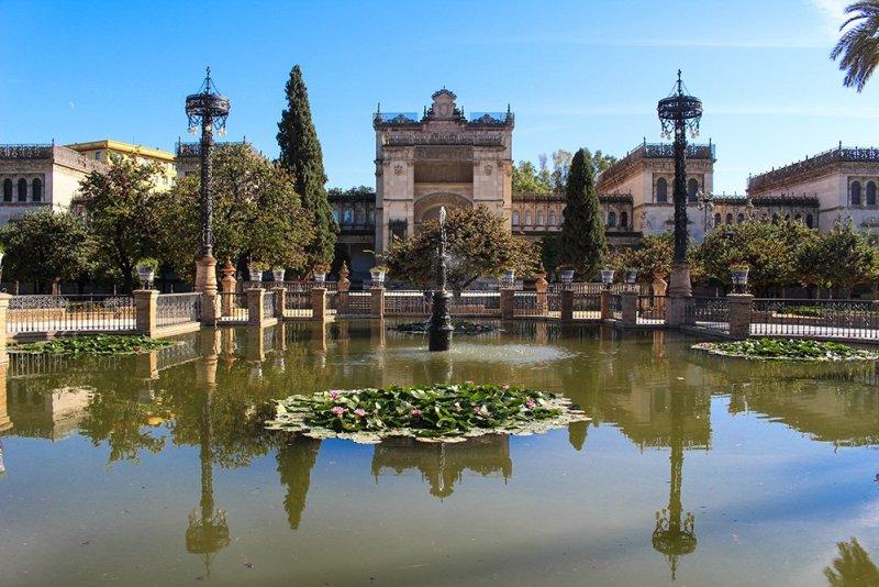 Главные и самые красивые достопримечательности Севильи | Плошадь Америки в парке Марии Луизы