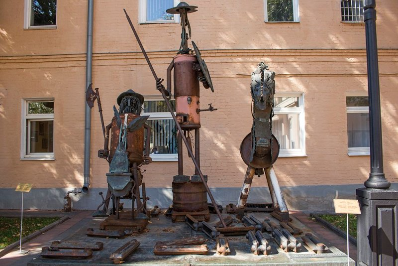 What to do in Moscow fore free | Don Quixote and Sancho Panza in Moscow Museum of Modern Art on Petrovka