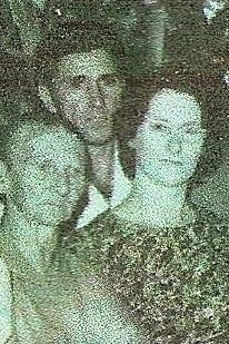 D Helena esposa de Humano - ao lado de uma filha e genro