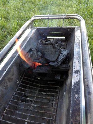 BBQの簡単な火起こし方法 誰でも5分で炎が!着火剤も不要!
