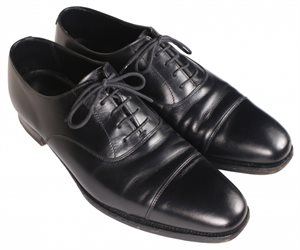 靴ひも付きの革靴