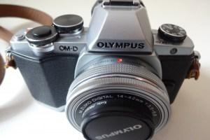 OLYMPUS OM-D E-M10 ダブルズームキット シルバー ミラーレス一眼