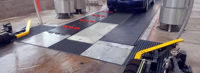 The-Pros-and-Cons-of-Flat-Bed-Conveyor-Systems