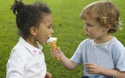 Compartilhar nos faz felizes