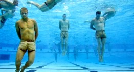 Navy Seal erklärt wie man im Wasser am besten überlebt