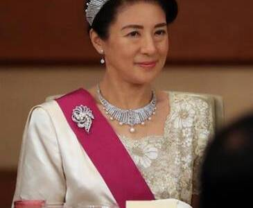 【画像】皇后陛下のお若い頃が美しい!雅子様のファッションもご紹介