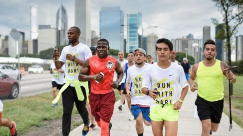 ct-video-kevin-hart-run-5k-chicago-20150731