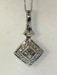 Gold'N Carats diamond pendant