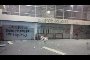 Pintarrajean-cortinas-negocioso-Plaza-Oaxaca_MILIMA20140319_0493_8