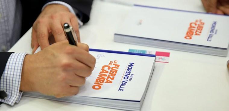 Libro-del-presidente-de-la-Comisión-Política-Nacional-del-PAN-Rafael-Moreno-Valle-3-770x392