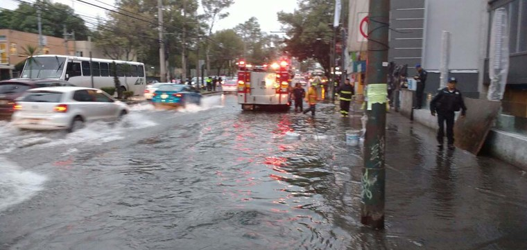 Inudación-en-Coyoacán-Avenida-Universidad-por-fuga-de-agua4.jpg