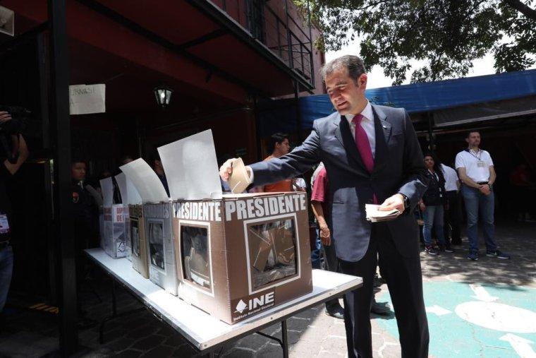 El Consejero Presidente, @lorenzocordovav, acudió a votar e hizo un llamado para que toda la ciudadanía ejerza un VotoLibre