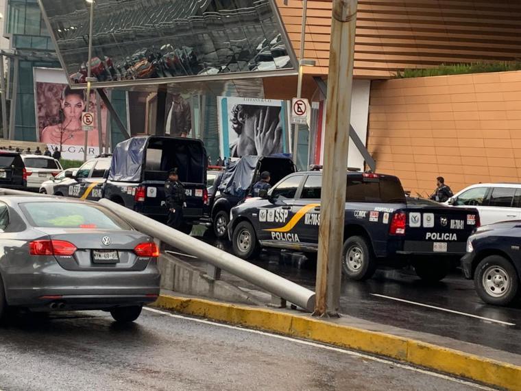 policías plaza artz pedregal balacera