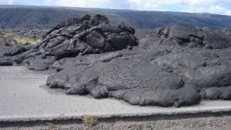 hawaii-Lava stoppt Strassenverkehr 080