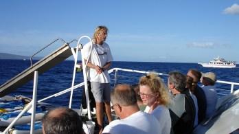 hawaii-tauchbootführer gibt letzte Instruktionen-103