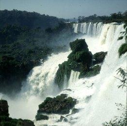 iguazu-falls-felsen in Mitte