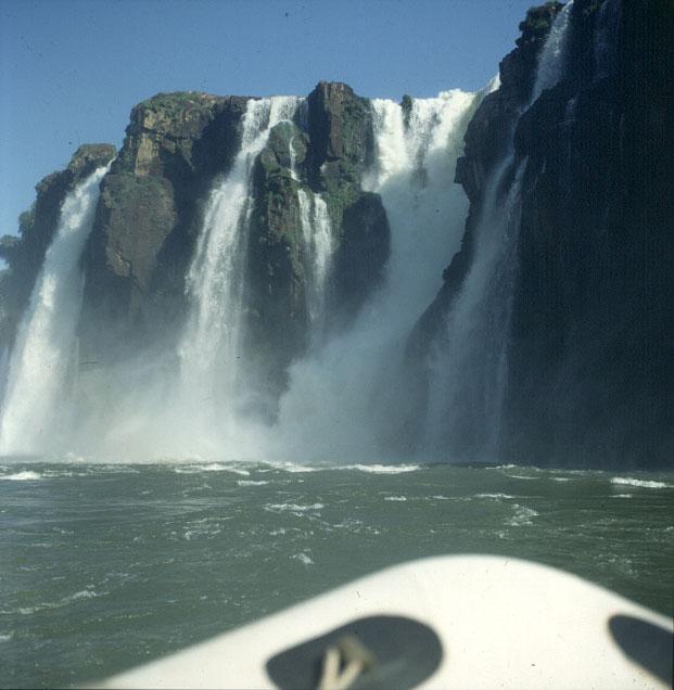 iguazu-falls-unten-vom boot aus