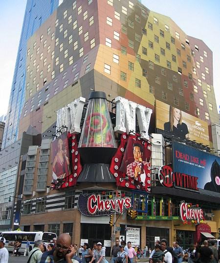 new-york-Futuristische Fasssade in Chinatown 2003