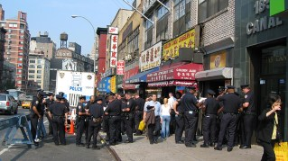 new-york-Polizeipräsens in Chinatown 2003