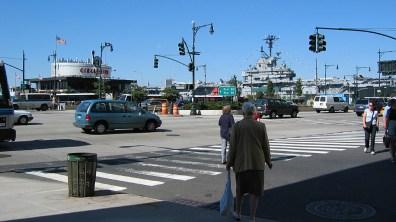new-york-Circle Line und Intrepid Kais 2003