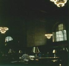 new-york-Lesesaalruhe im hektischen Großstadtgetriebe 1994